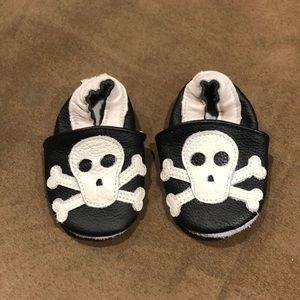 Skull baby shoes